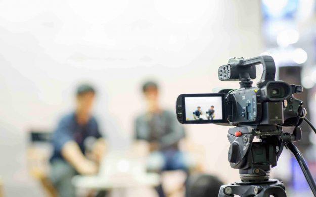 Comment réaliser une interview vidéo ? Le guide complet.